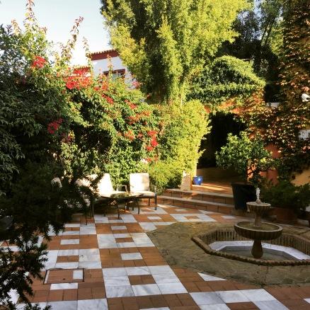 Cadiz accommodation - Los Jandalos courtyard