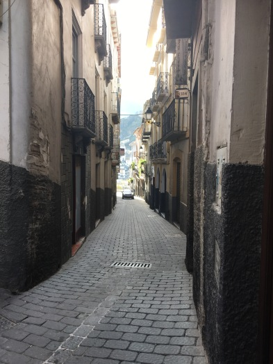 Narrow streets with cars squeezing through